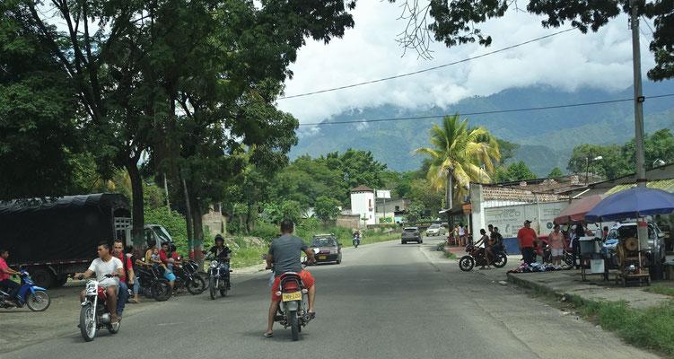 Eine normale Dorfdurchfahrt.