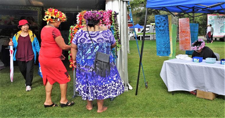 Auch die Besucher kamen mit dem richtigen Outfit...