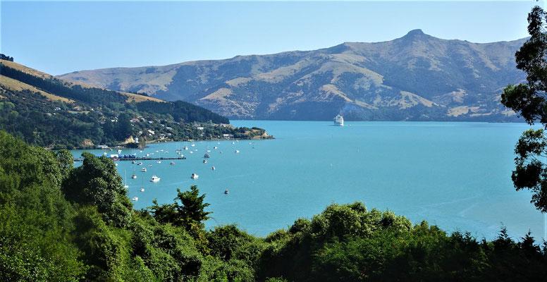 Der Blick in die Bucht von unserem Campingplatz am Tag......