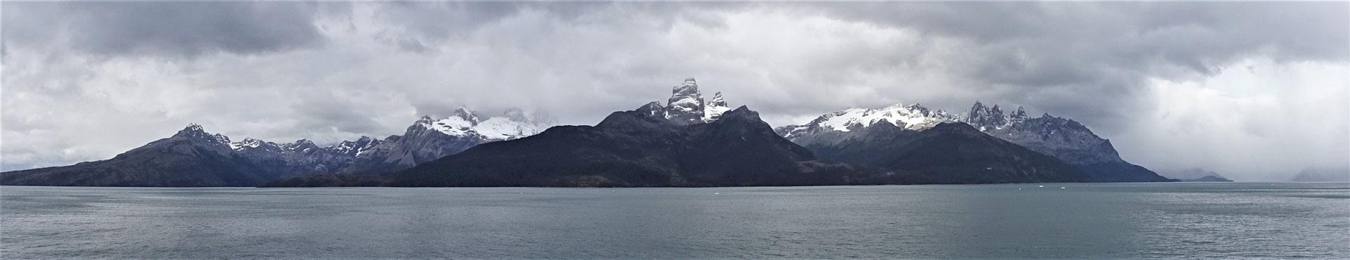 Durch den Agostini Fjord....