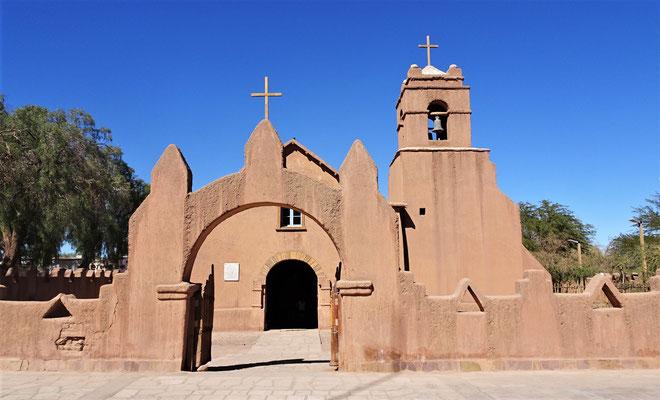 Die Kirche im Zentrum.....