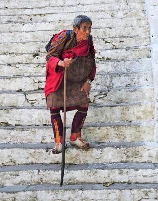 ..der steilen Treppe.