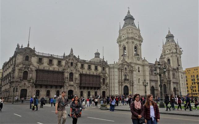 .....Haptplatz, Place de Armas.