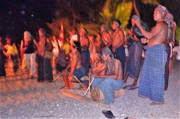 Traditionelle Musik und Tänze.