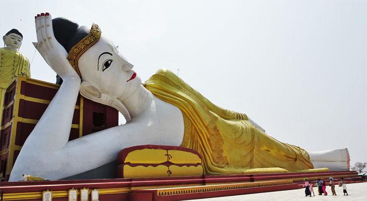 Der 90m lange liegende Buddha...
