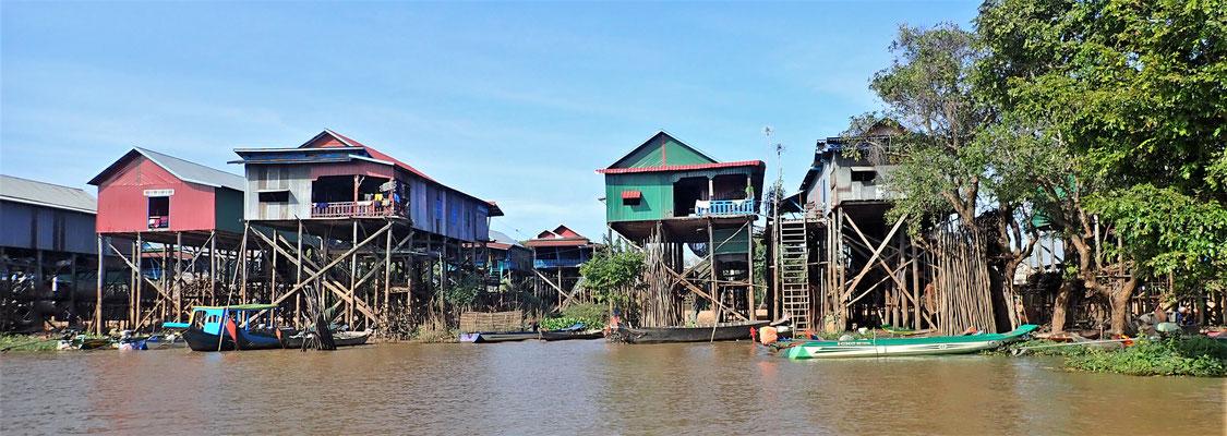 Das Dorf Kampong mit....