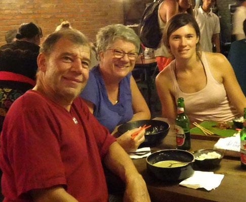 Gemeinsames Abendessen im Fat Chow Warung.