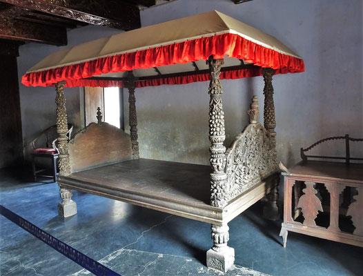 Das Bett des Königs mit....