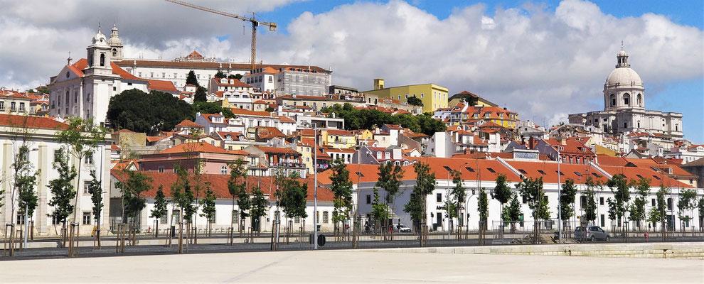 ...der Burg S. Jorge ganz oben.