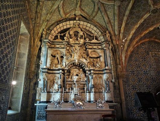Der Altar der Kapelle mit.....