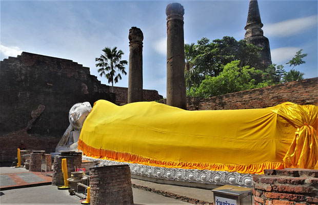 .....mi dem liegenden Buddha.....