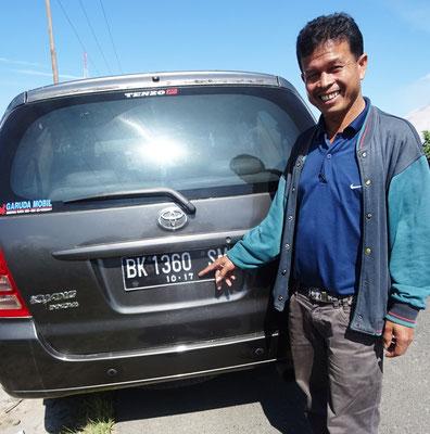 Ramli mit dem speziellen Autoschild. (im Okt. 2017 braucht er ein neues Schild)