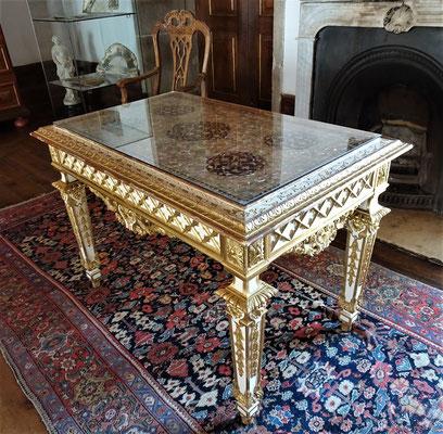 Französisch-Indischer Tisch.