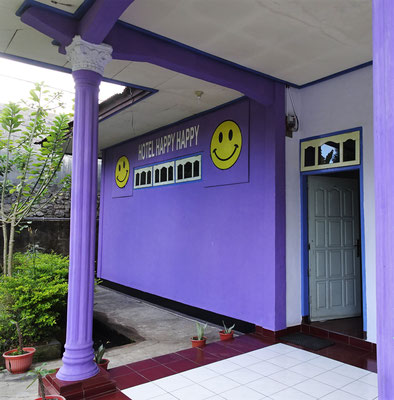 Das einfache Happy Happy Hotel in Bajawa.