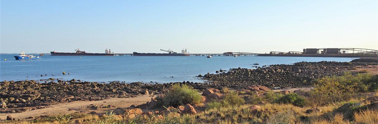 ....mit dem Eisenerz-Hafen.