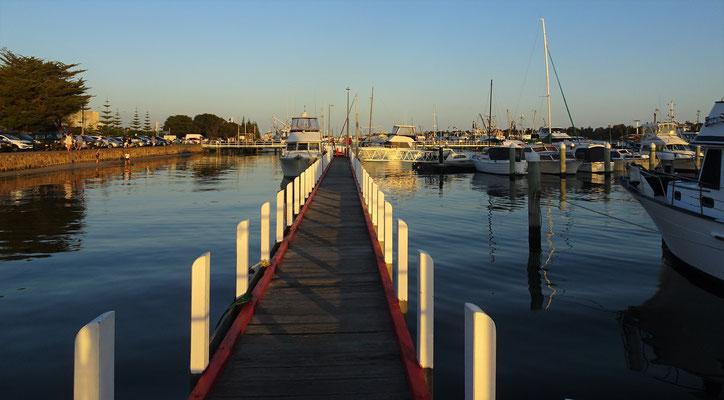 Abendstimmung am Hafen....