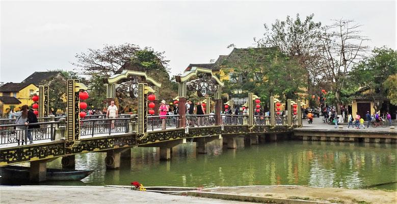 Die Brücke auf die Insel.