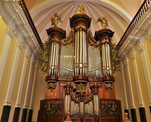 Die Orgel mit.....