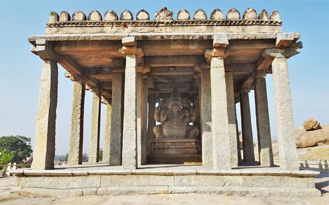 Der Sasivekalu Ganesh Tempel..