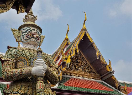 .....mit Buddhistischen und.....