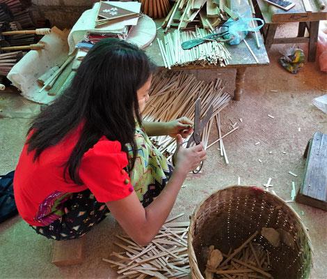 Die Bambusstäbli für den Schirm.