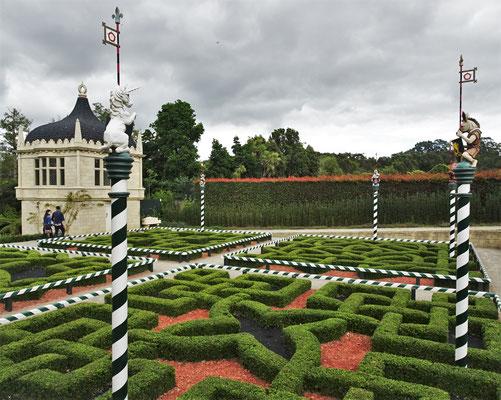 ...im Tudor Garten.