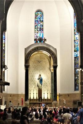 ......mit dem Altar......