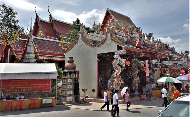 Ein Chinesischer Tempel an der Aussenmauer.....