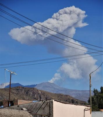 Der Vulkan Sabancaya ( 5'976m)
