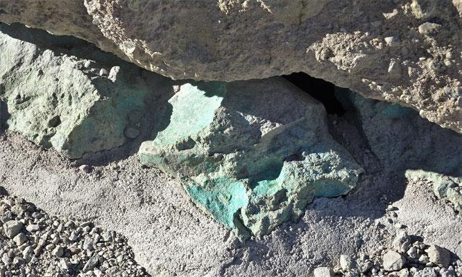 Kupferhaltiges Gestein.