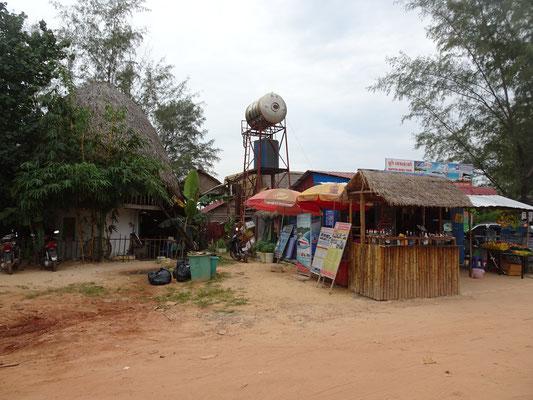 Die Bar am Strassenrand mit dem Wassertank.