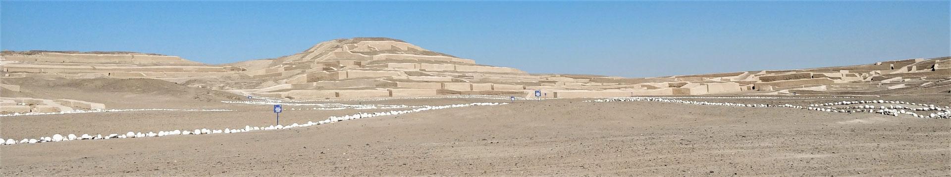 Der Cahuachi Tempel bei......
