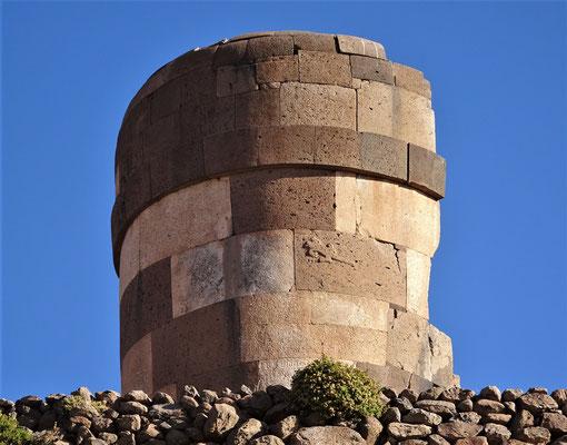 Unten ein Qolla Grab, oben ein Inka Grab.