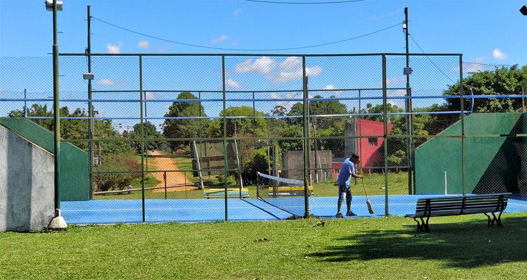 Eine Mischung zwischen Tennis und Squosh.