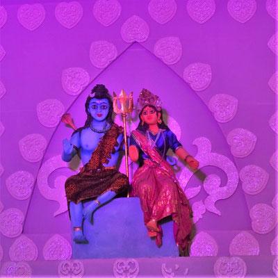 ...ihren Gottheiten Rama und Shiva...