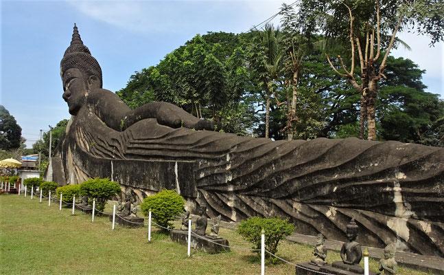 Der grosse liegende Buddha....