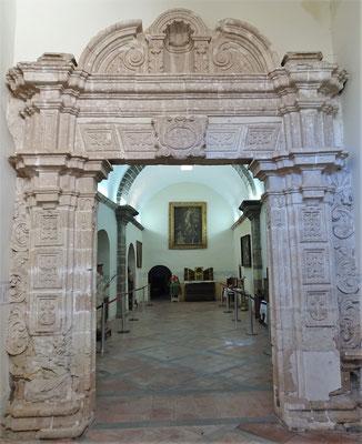 Der Original erhaltene Torbogen.