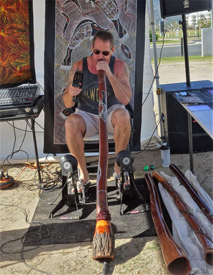 ....mit einem super Didgeridoo-Spieler.