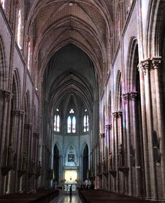 Das Licht der Fenster auf den Säulen.
