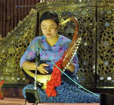 Das Nationale Musikinstrument die Saung Gauk