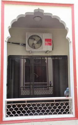 ....dem 2m gegenüberliegenden Balkon..