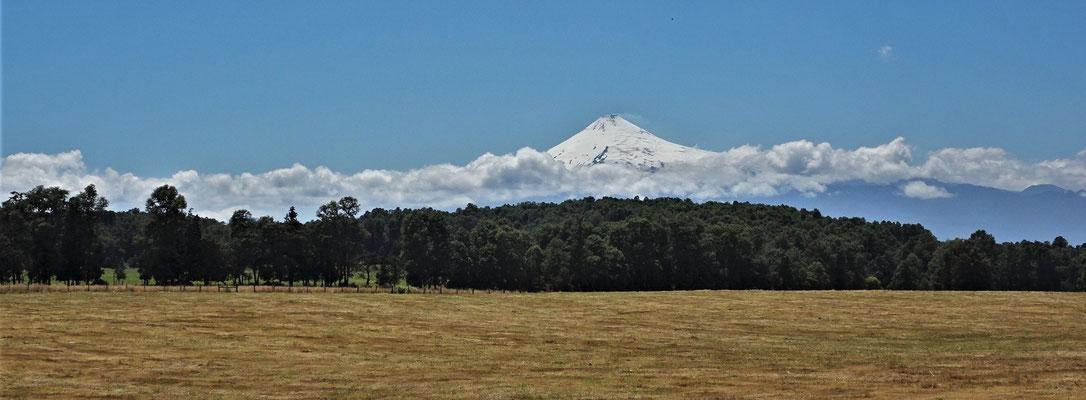 Ein Blick zurück zum Villarrica Vulkan.