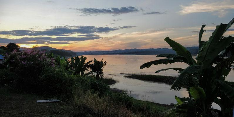 Die Stimmung über dem Mekong.