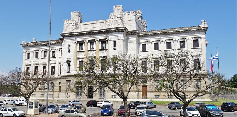 Das Regierungsgebäude mit.....