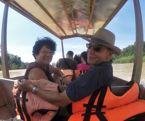 ...3 stündige Bootsfahrt auf dem Tembeling River....