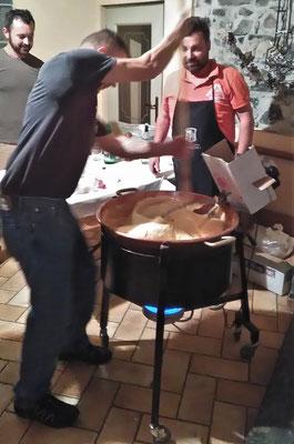 Hier wird der Tuc (Polenta) vorbereitet.