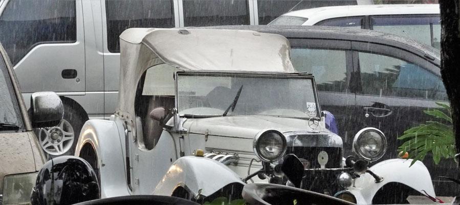 """Unser """"dichtes"""" Fahrzeug bei strömendem Regen."""