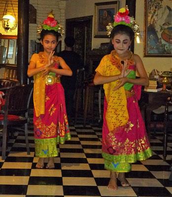 Jeden Donnerstag gibt es balinesische Tänze.....