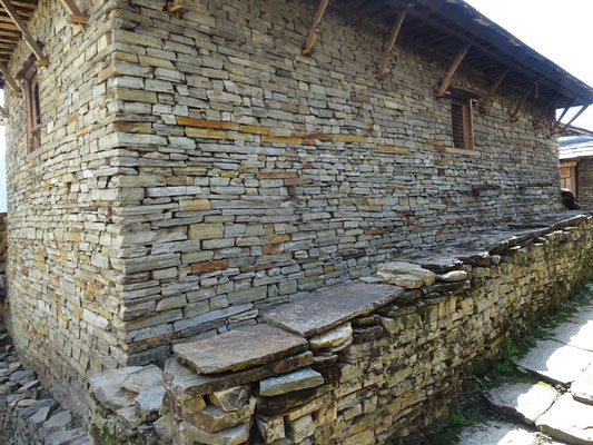 Mauerwerk ohne Mörtel, Stein auf Stein.