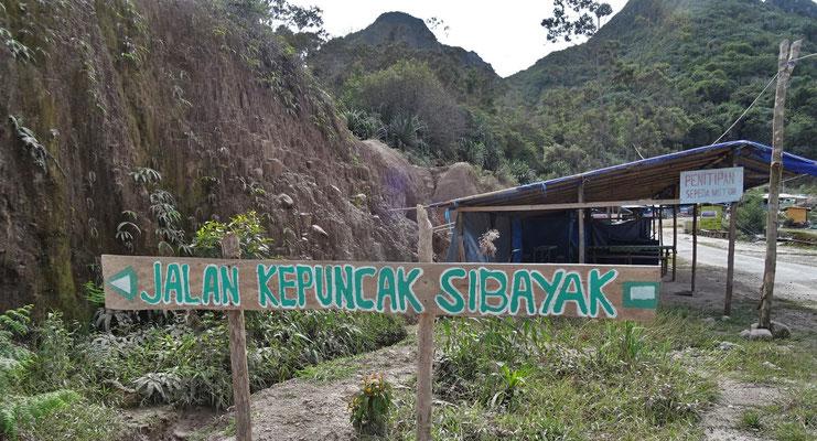Der Start zum Vulkan Sibayak...